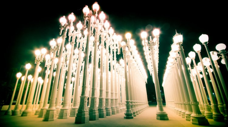 Courtesy: http://jeffreyhing.deviantart.com/art/LACMA-lamp-posts-298380841