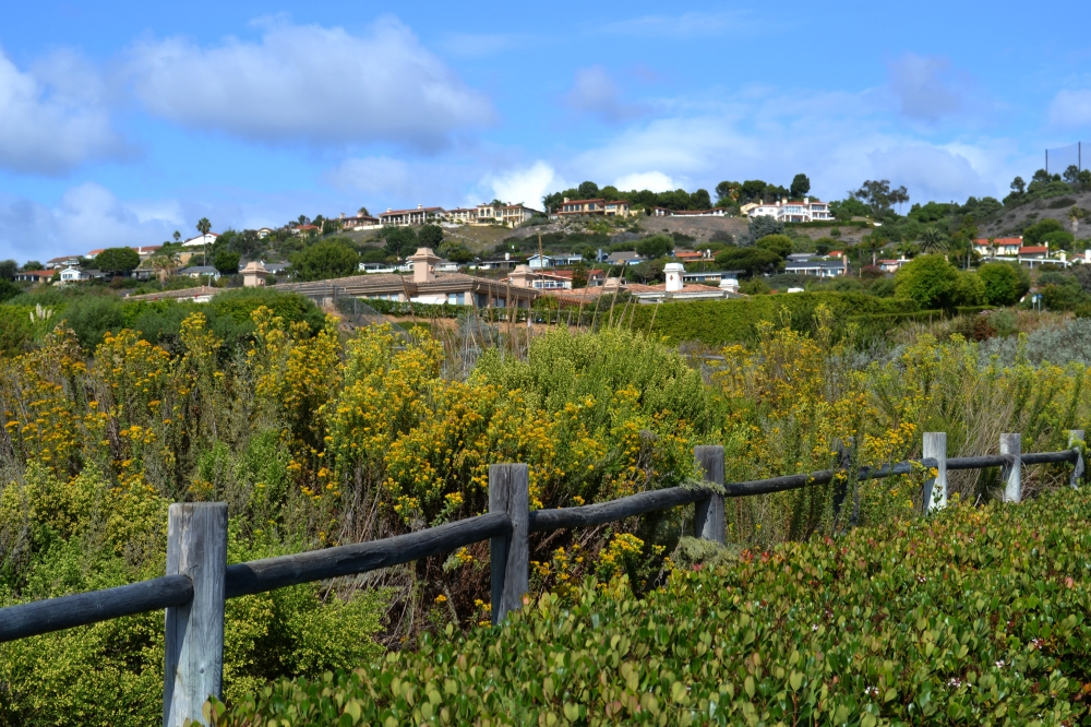 Dirt path showing the hilly neighborhood in Palos Verdes, CA